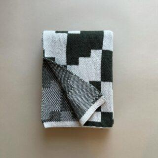 ZOOM plaid. Designed by @emiliosalvatoreleo  Intreccio in maglia jacquard  100% lana vergine tipo Shetland  #homedecor #hometextile #winteriscoming #textiledesign #madeinitlay #slowfashion #jacquard #uniquegifts #design #textileoftheday #home #casa #homedecoration #winterfashion #onlineshopping #inspiration #autumn #fall #blanket #cover #plaid #shetlandwool