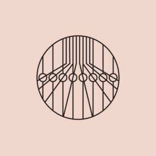 [ 𝙒𝙀𝘼𝙑𝙄𝙉𝙂 𝙔𝘼𝙍𝙉 ] - Questa è l'icona della tessitura ortogonale a licci con telai elettronici a pinze positive creata da @eremo.studio per 𝗟𝗮𝗻𝗶𝗳𝗶𝗰𝗶𝗼 𝗟𝗲𝗼. La tessitura a licci si caratterizza per la possibilità di lavorare su piccoli intrecci a rapporto variabile di trama. Con questa tecnica realizziamo plaid in cui il concetto di texture è predominante rispetto al concetto di pattern di media e grande dimensione. Anche il mix tra corposità dei filati utilizzati e morbidezza degli intrecci conferiscono grande personalità a tutti i nostri progetti realizzati con questo processo. Il bordo in maglia è realizzato internamente e applicato sul singolo prodotto con una accurata confezione manuale. Prodotti con questa tecnologia: FLUX e 𝙁𝙄𝙀𝙇𝘿. 𝙋𝙇𝘼𝙄𝘿 > 𝙁𝙄𝙀𝙇𝘿 67% 𝙡𝙖𝙣𝙖 37% 𝙡𝙞𝙣𝙤 misura 130x180 cm design di @emiliosalvatoreleo __________ Here the icon of the orthogonal weaving yarn with positive rapier looms created by @eremo.studio for 𝗟𝗮𝗻𝗶𝗳𝗶𝗰𝗶𝗼 𝗟𝗲𝗼. Weaving with healds is characterized by the possibility to work on small weaves with a variable weft ratio. With this technique we produce plaids in which the concept of texture is predominant over the concept of medium to large patterns. Also the mix between the body of the yarns used and the softness of the weaves gives great personality to all our projects made with this process. The knitted border is made internally and applied on the single product with an accurate manual tailoring. Produced with this technology: FLUX and 𝙁𝙄𝙀𝙇𝘿. 𝙋𝙇𝘼𝙄𝘿 > 𝙁𝙄𝙀𝙇𝘿 67% 𝙡𝙖𝙣𝙖 37% 𝙡𝙞𝙣𝙤 measure 130x180 cm design di @emiliosalvatoreleo ____________ #homewear #lanificioleo #weaving #textiledesign #linen #lino #naturaltextile #plaid #madeinitaly #field