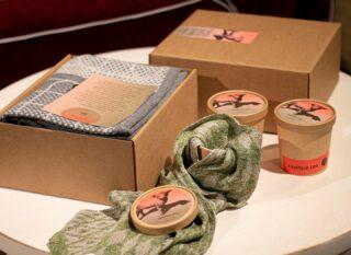 [ BOX ] _ Un regalo insolito. Scatola rigida che contiene morbidezza. _ An unusual gift. Rigid box that contains softness. _ #lanificioleo #box #handmade #madeinitaly #gift