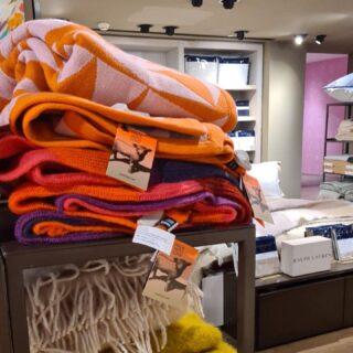 Lanificio Leo in Rinascente Milano Duomo.  Una selezione di nostri plaid negli store fisici e online di @rinascente   #homedecor #hometextile #plaid #blanket #madeinitaly #textiledesign