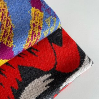Piccolo spoiler. Vox e Zing, i due nuovi plaid in maglia jacquard disegnati da @hannawerning  in arrivo a settembre. Presto nuovi dettagli  #jacquard #knitting #textiledesign #madeinitaly #sweden